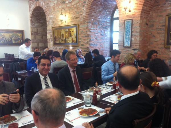 Gemeinsames Mittagessen der Projektpartner in einem ehemaligen Hamam