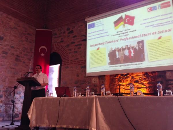Treffen mit Schulleitern und neu eingestellten Lehrkräften in Bursa - Begrüßung durch Fatih Kenarli